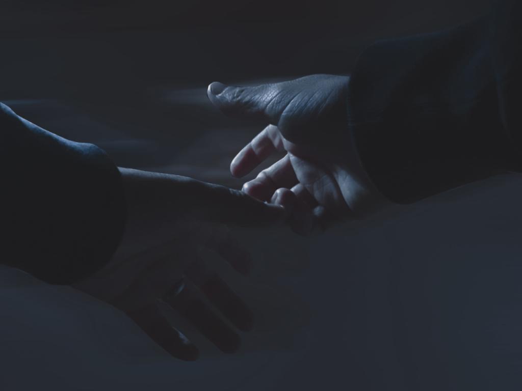 Loslassende Hände